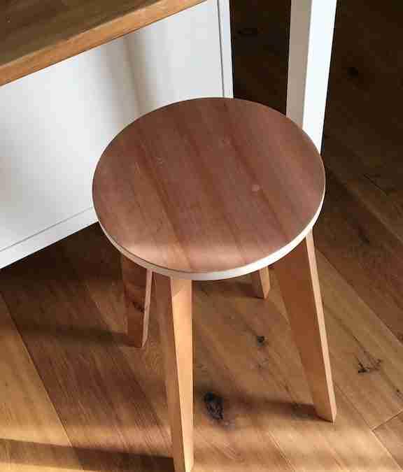 Andrea – Sgabello in legno